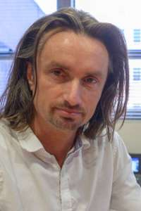 picture of hendrik luesch